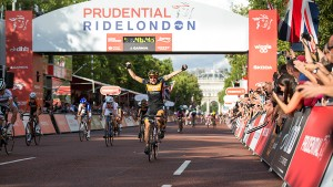 Giorgia Bronzini winning Prudential RideLondon Grand Prix, 2014