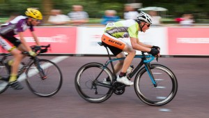 Youths criterium  race on the Mall, London. Saturday 1 August 2015. Photographer: Stuart Stevenson