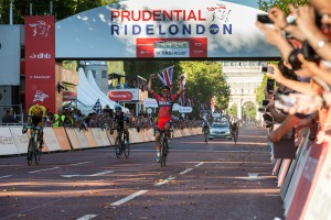 Jean Pierre Drucker wins, Prudential RideLondon, Pro men's 200km route through London and Surrey. Sunday 2 August. Photographer: Stuart Stevenson